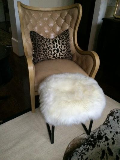 Sheepskin furry stool by Elle