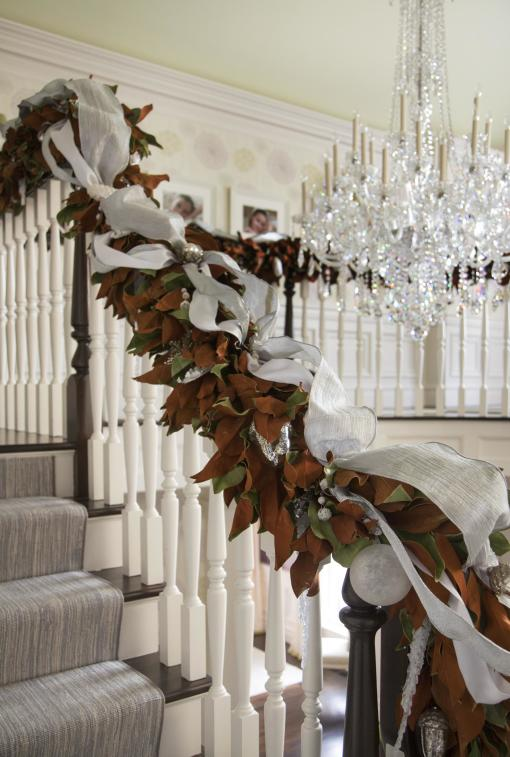 christmas decorations stairs & entry - magnolia garland