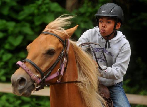 ebony-horsewomen-equestrian