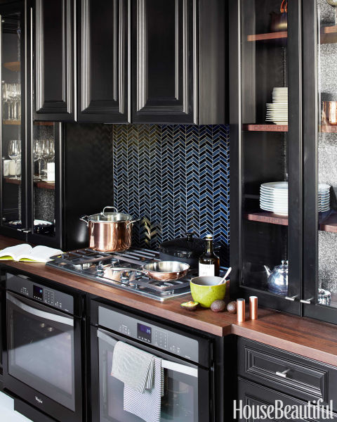 12 Black Is Beautiful Kitchens You Will Love!