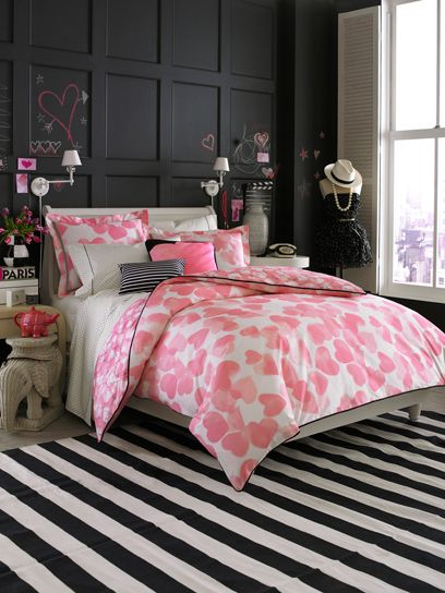 Pink & black bedroom Teen Vogue