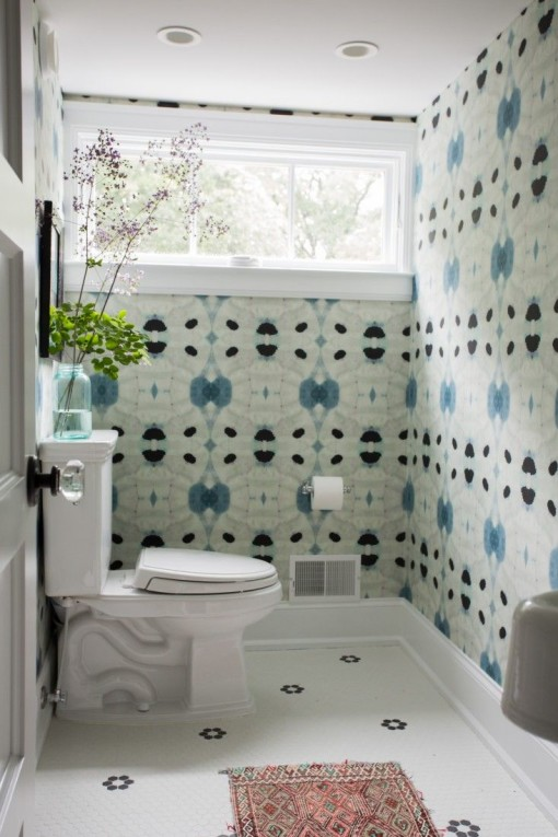 12 Wallpapers For Your Bathroom With Personality Plus