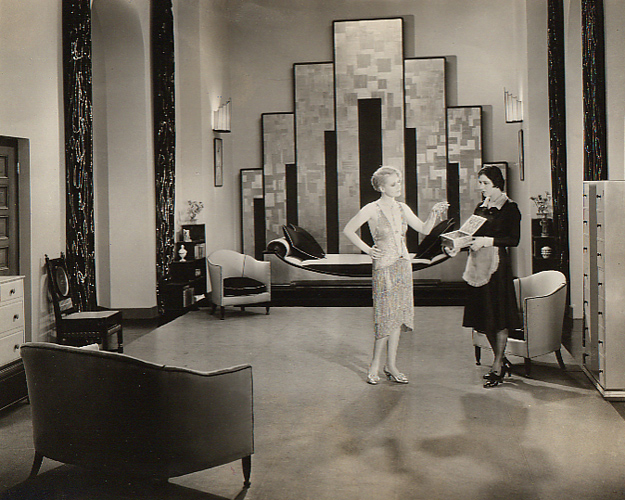 Remember The Parlor In Great Gatsby Movie It Was Full Of Art Deco Treasures From Shimmering Chandelier To Patterned Rug