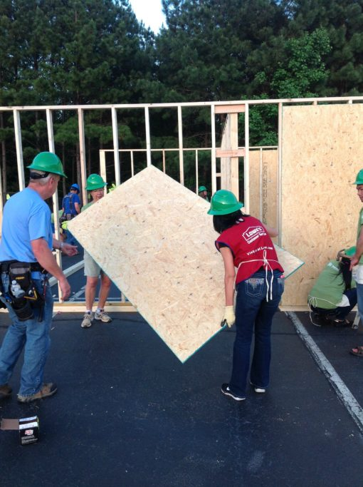 Lowes Heroes Womens Build Habitat for Humanity