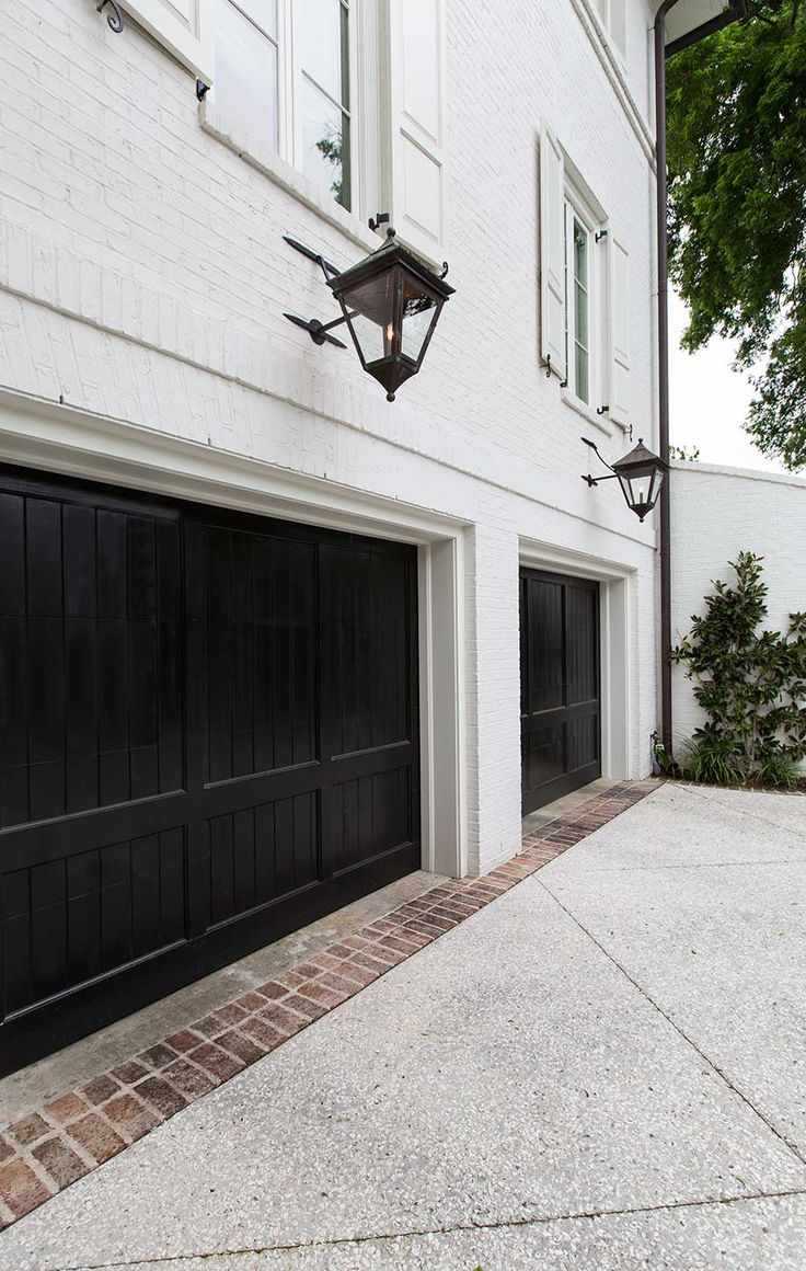 black trim is the perfect decorating accent on Garage Door Colors Pictures  id=78277